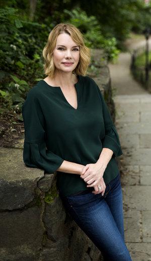 Fiona Davis. Image c/o Davis' website and © Deborah Feingold.