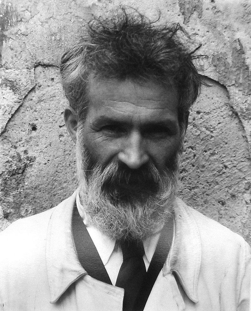 Constantin Brancusi (photograph taken by Edward Steichen, 1922). Image c/o Wikimedia.