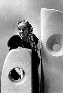 Barbara Hepworth in 1966 © ERLING MANDELMANN. Image c/o Wikimedia.